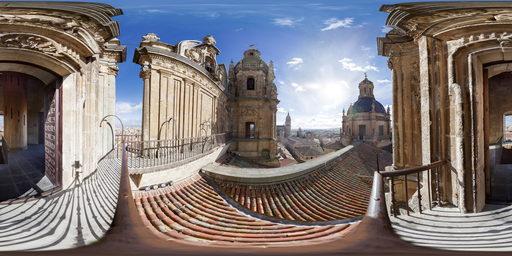 شهر سالامانکا (salamanca)، از زاویه ی برج های clerecia، اسپانیا.